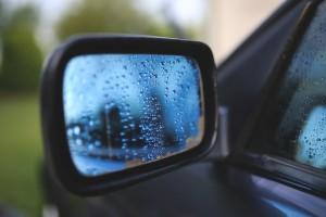Koop poetsmiddelen. Uw auto glom nog nooit zo mooi
